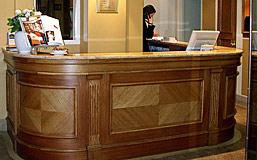 Vian agencement banque d 39 accueil d 39 h tel - Comptoir de reception hotel ...